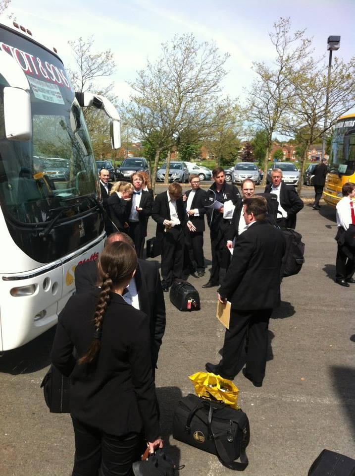 Bussem pakkes efter vi har spillet vores version af A Kensington Concerto til All England Masters.